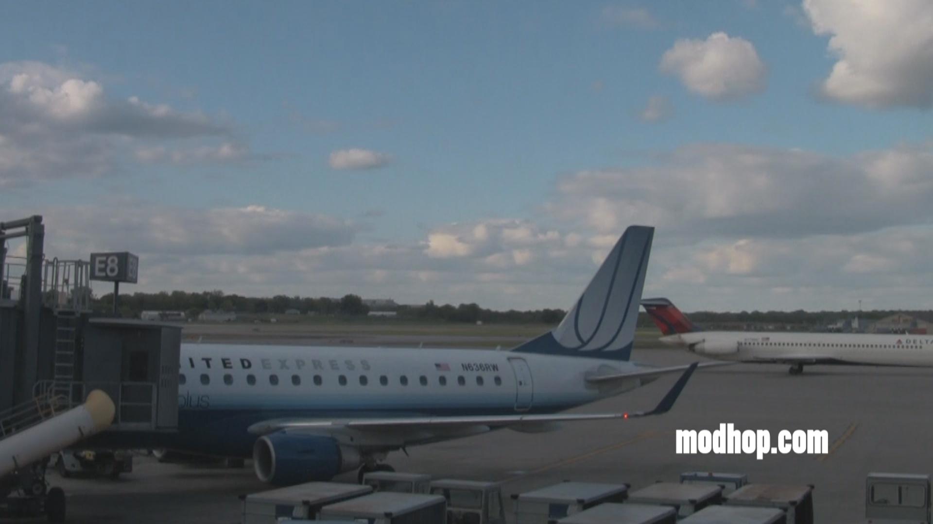 United Express flight boarding at MSP