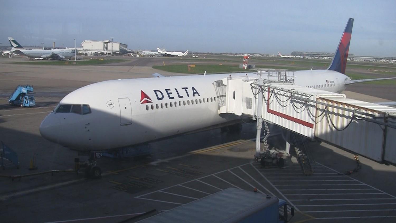 delta boeing 767 400 exit seat 30f hd video. Black Bedroom Furniture Sets. Home Design Ideas