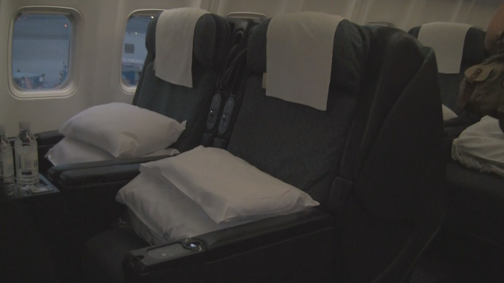 First Class aboard United PS transcon