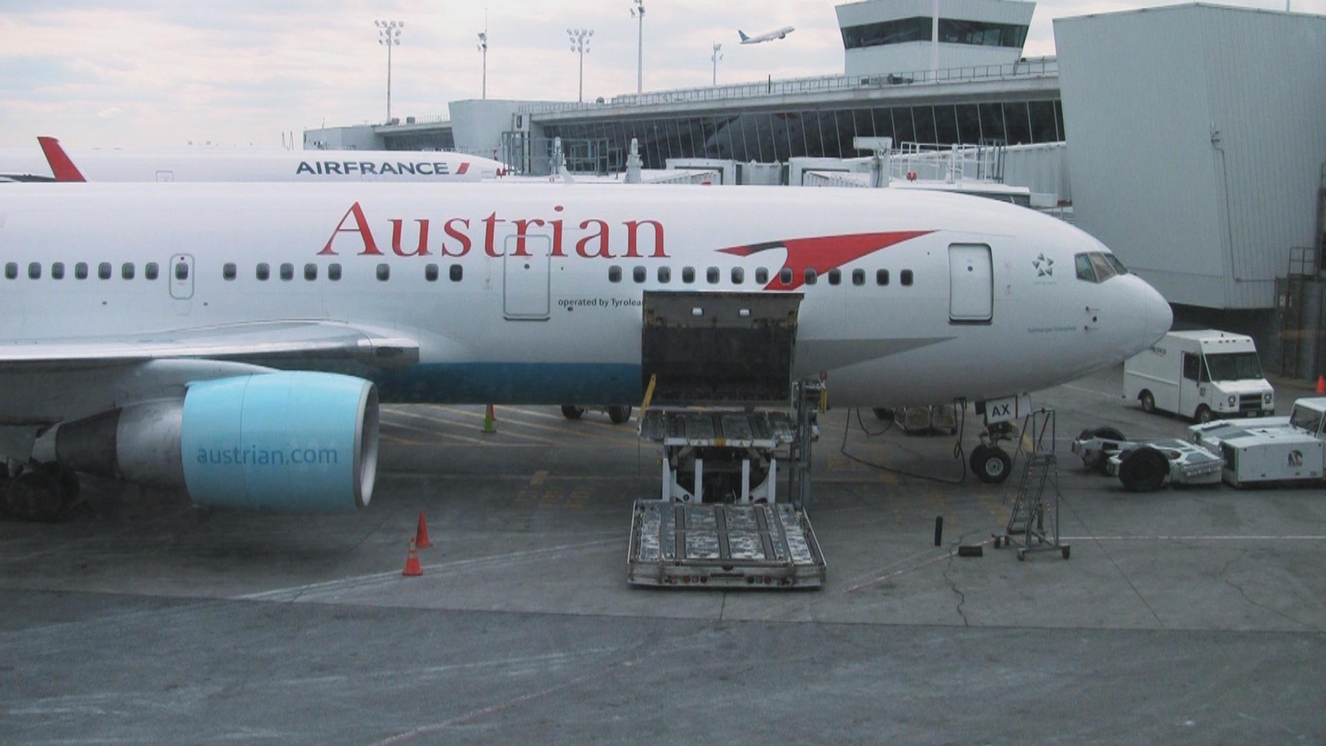 Video Austrian Airlines 767 300 International Business