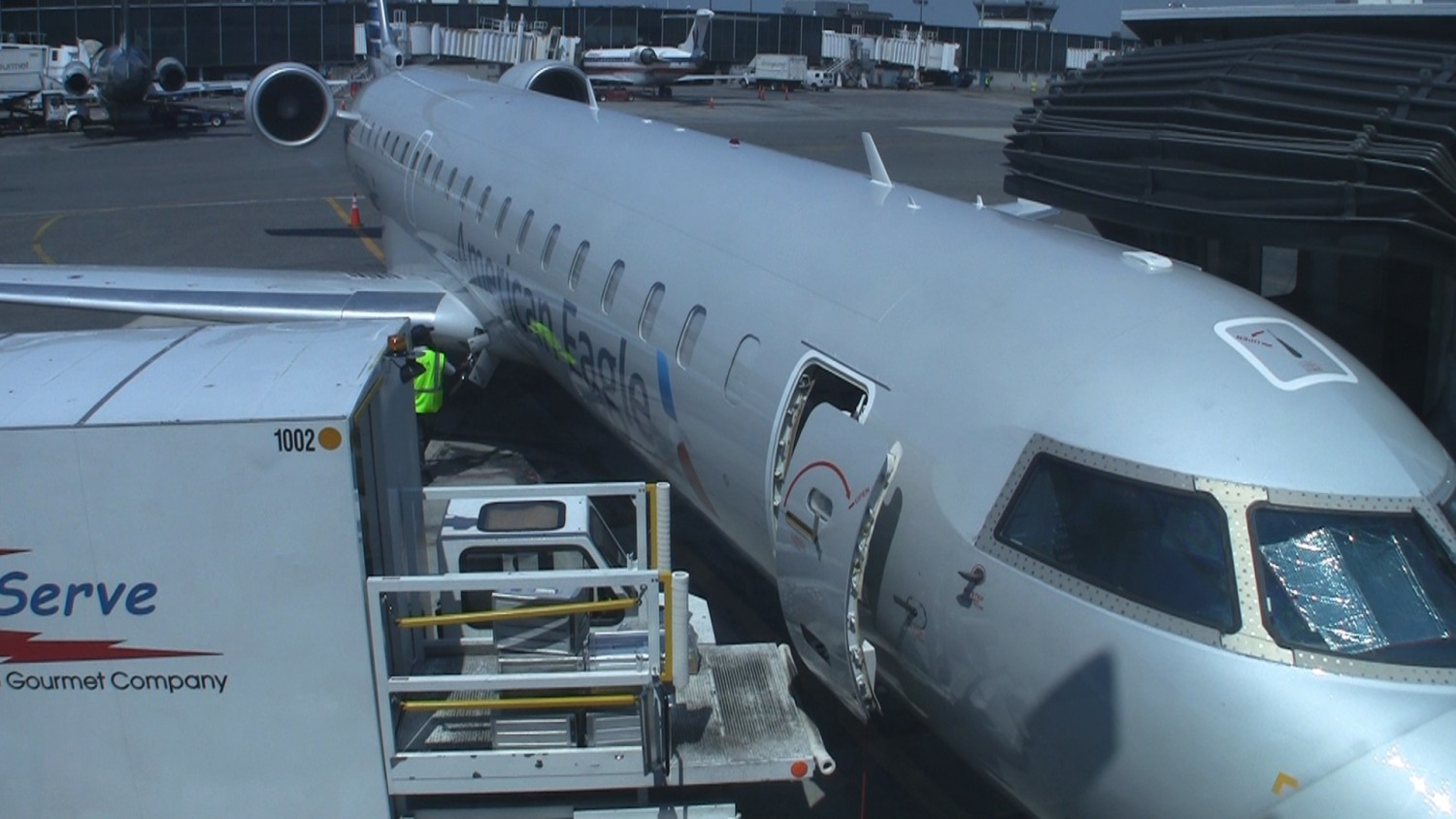 Video American Airlines Crj 700 First Class Seat 1a