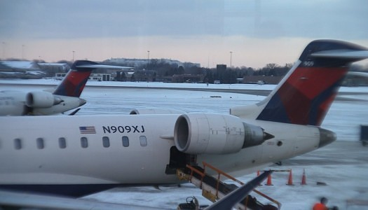 Delta Air Lines Comfort Plus CRJ900 Row 5 from the A/B side.   Video