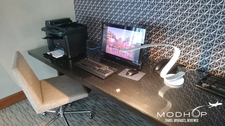 Workstations at Sheraton Chicago Club Lounge