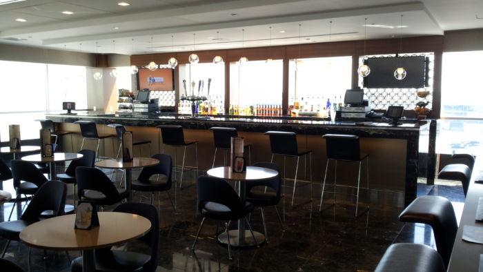 LGA AAdmirals Club Bar.